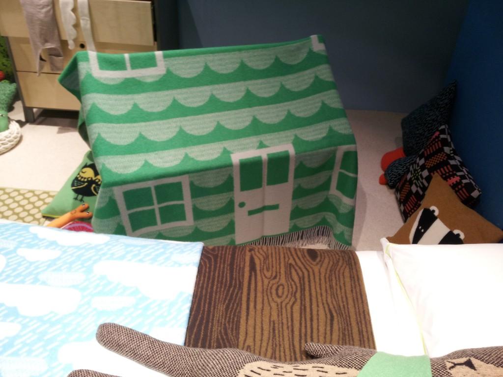 blanket printed for den building